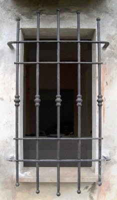 Cancelli recinzioni inferriate fisse o apribili in ferro - Inferriate per finestre in ferro battuto ...