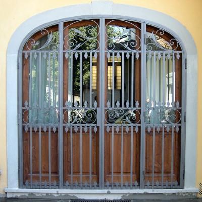 Cancelli recinzioni inferriate fisse o apribili in ferro battuto categoria sicurezza per la - Cancelli per porte finestre ...