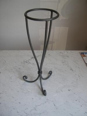 Letti tavoli plafoniere mensole bastoni tende in ferro - Porta vasi in ferro ...