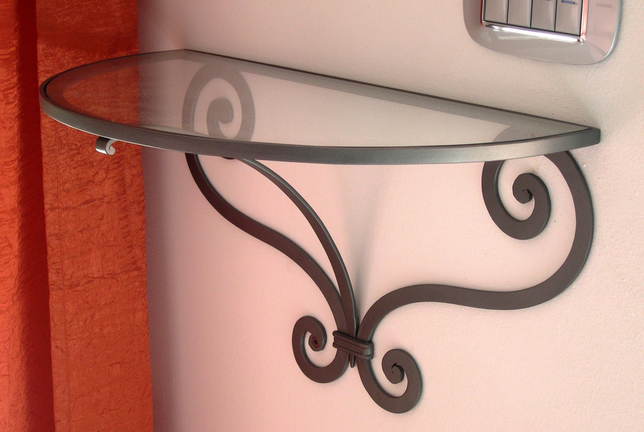 Mensole ferro battuto e vetro idea d 39 immagine di decorazione for Mensole in ferro battuto